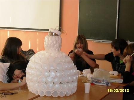 Платье из стаканчиков одноразовых как сделать 473